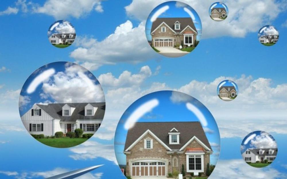 Là việc bán, chuyển nhượng bất động sản công khai để chọn người mua, nhận chuyển nhượng bất động sản trả giá cao nhất theo thủ tục đấu giá tài sản